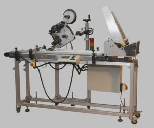 Flat product labeller